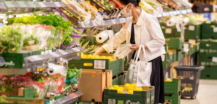 Przez pandemię Polacy zmienili nawyki żywieniowe. Głównie jedzą więcej warzyw i owoców